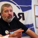 """Dmitry Muratov, Nobel de la Paz, no se quedará con """"un solo céntimo"""" de su premio"""